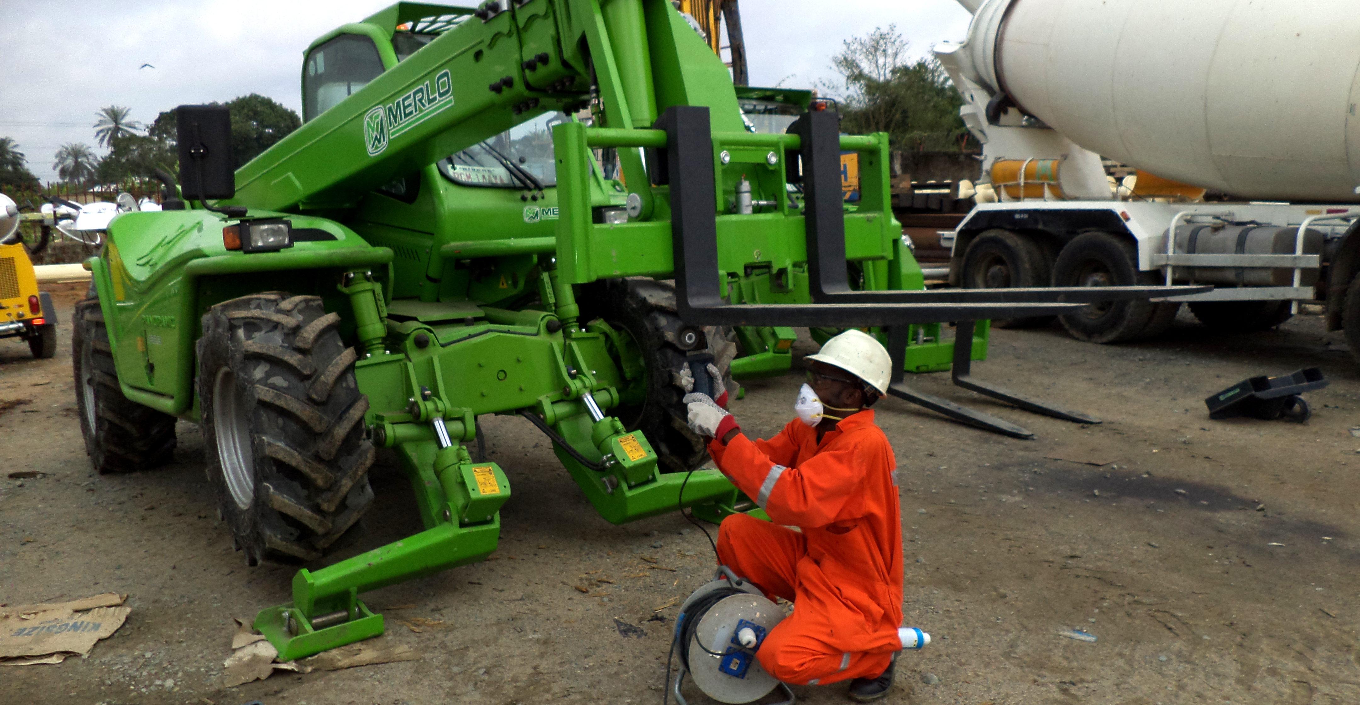 Detagulf inspector inspecting a telehandler (variable reach truck) for D.I.L